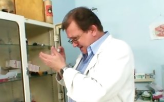 aged old pussy gyno speculum investigation with
