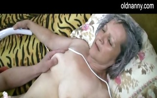 old granny receive pussy licked by juvenile guy