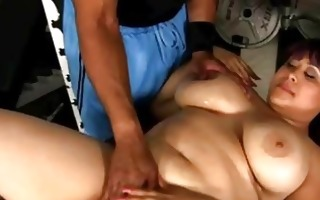 bbw honey stripped massage whilst she gives head