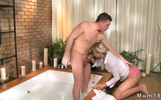 hot blond mommy sucking rod and fucking in hot tub