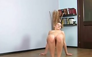 blond non-professional hottie doing fitness