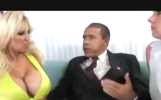 2 blondes fucked by the prezzie
