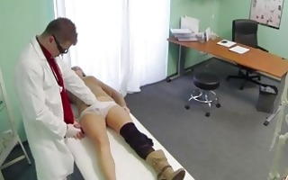smutty doctor screws her very sexy patient