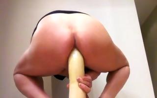 muy voraz penetracion anal con dildo gigante toy